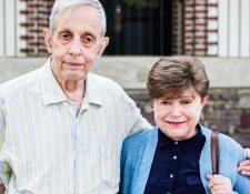 John Nash y Alicia Lardé murieron en 2015 en un accidente de tránsito cuando regresaban de Noruega, donde el matemático recibió el Premio Abel de la Academia Noruega de Ciencias y Letras. En esta foto de 2014, estaban en Nueva Jersey, donde vivían.
