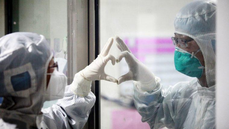 Los médicos en Wuhan, origen de la pandemia, alertaron de pacientes infectados con un nuevo virus desde diciembre.