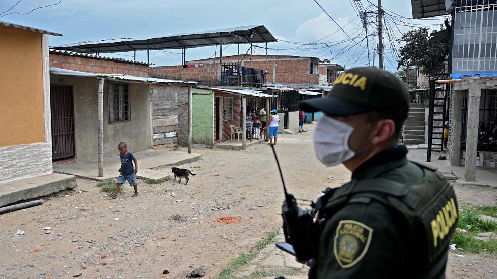 """Patrullero Zúñiga en Colombia   """"Yo me metí a esta profesión para proteger, no para ser abusivo"""": el caso del policía que se negó a realizar un desalojo"""