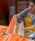 Las ventas de salmón se han desplomado en China.