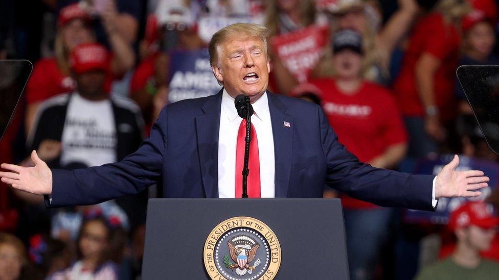Cuáles son las visas para EE.UU. suspendidas por orden de Trump (y a quién afecta la medida)