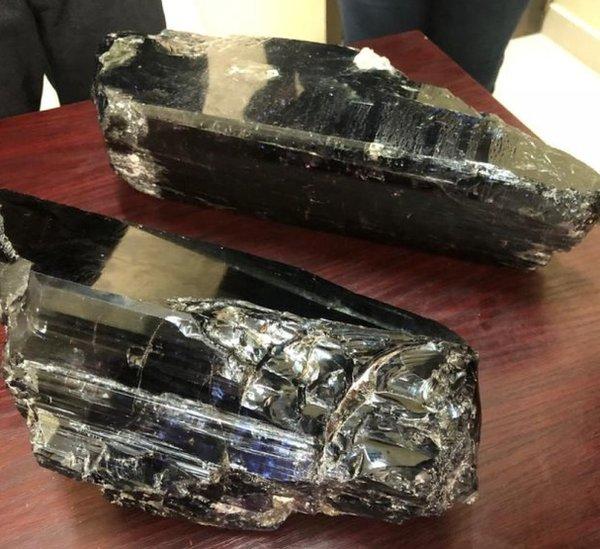 El humilde minero que se hizo rico al encontrar dos rocas de tanzanita valoradas en US$3.4 millones
