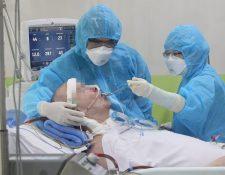 Stephen Cameron estuvo 68 días conectado a un respirador en un hospital de Vietnam.