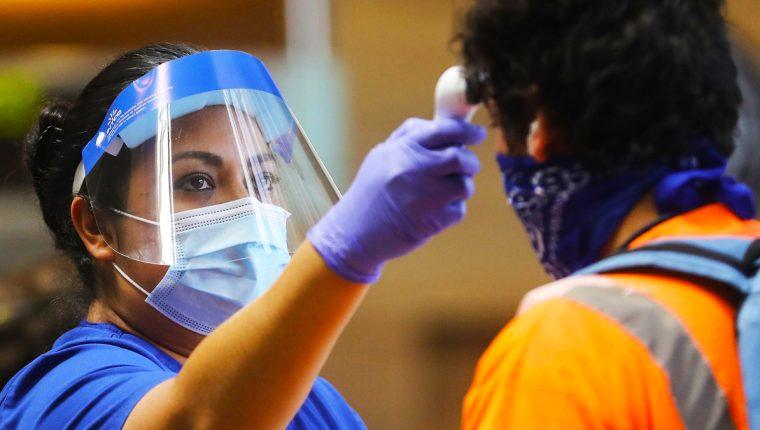 Hacer tests y mantener la distancia social son claves para contener el virus, según la OMS.