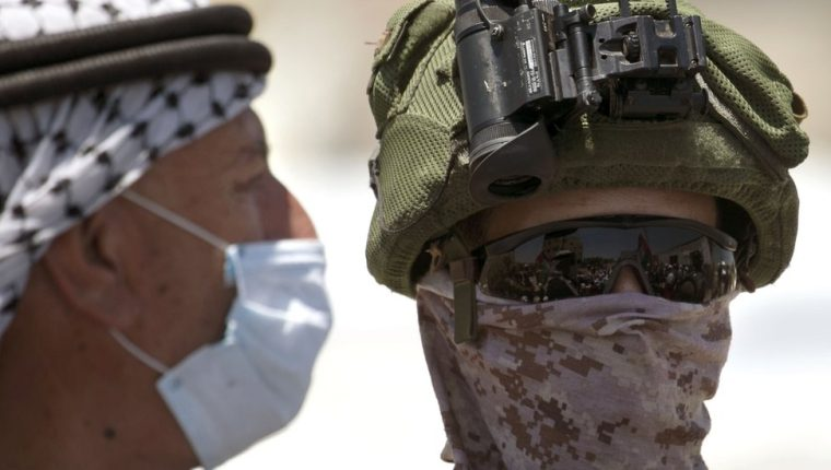 Los palestinos se han estado manifestando frente a tropas de Israel en contra de la anexión.