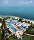 Alrededor de un 20 por ciento de los 200 hoteles de la zona turística del Caribe mexicano reanudaron este lunes su actividad con una reducida ocupación y con estrictos protocolos sanitarios. (Foto Prensa Libre: EFE)