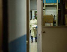 Los planes de la Coprecovid buscan que hospitales nacionales se encarguen de los casos severos de Covid. (Foto Prensa Libre: EFE)