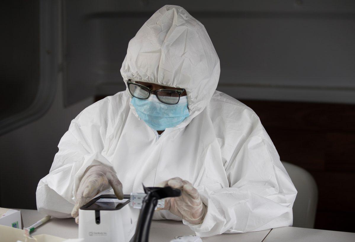 Los hospitales públicos cuentan con 57 mil 551 pruebas para covid-19