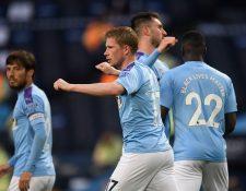 Kevin De Bruyne (C) del Manchester City, celebra después de anotar el segundo gol de su equipo. (Foto Prensa Libre: EFE)