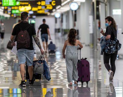 La medida permitirá la reapertura de aeropuertos y una reactivación del turismo. (Foto Prensa Libre: EFE)