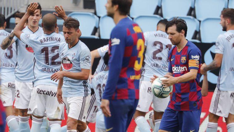 Los jugadores del Celta celebran el gol de Iago Aspas (2-2) durante el partido contra el FC Barcelona correspondiente a la jornada 32 de LaLiga Santander. (Foto Prensa Libre: EFE)