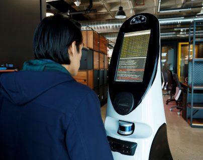 El robot mexicano es capaz de medir la temperatura y el oxígeno en la sangre, e interactuar verbalmente con pacientes para identificar síntomas de coronavirus. (Foto Prensa Libre: EFE)