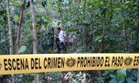 PNC acordona lugar donde ocurrió el ataque contra tres albañiles en Barberena, Santa Rosa. (Foto Prensa Libre: Oswaldo Cardona)