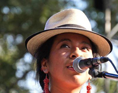 Sara Curruchich alza su voz en favor de los refugiados y da un mensaje sobre le racismo.  (Foto Prensa Libre: Fb Sara Curruchich).