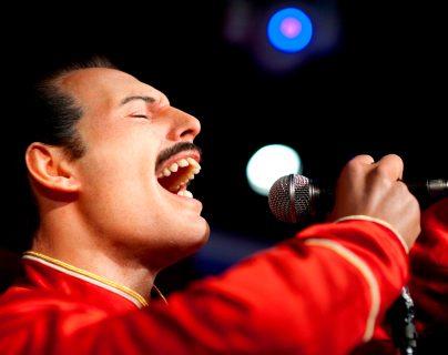 Queen abre TikTok para que usuarios puedan cantar con Freddie Mercury y tiktokers hacen increíbles presentaciones