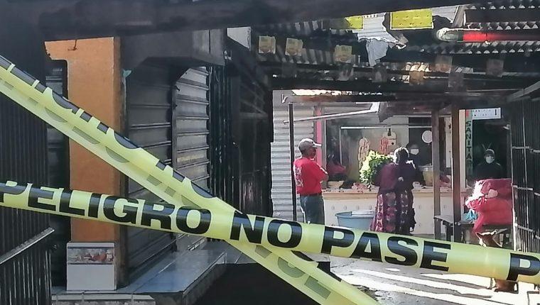 El mercado Minerva de Xela fue cerrado por detectarse dos casos de coronavirus. (Foto Prensa Libre: Raúl Juárez)