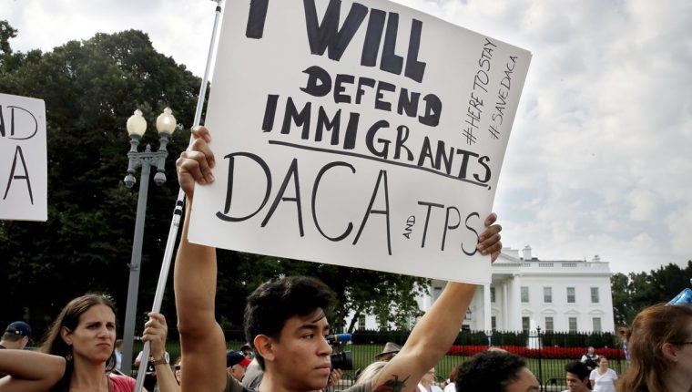 """Donald Trump anunció que pronto volverá a intentar cancelar el programa DACA con """"documentos mejorados"""""""