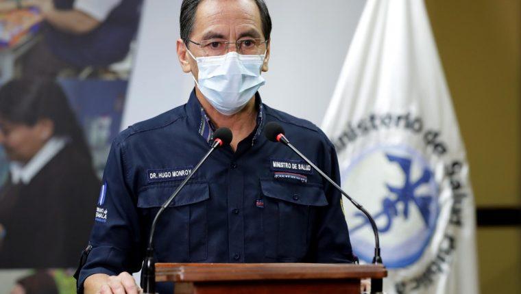 El ministro de Salud, Hug Monrroy, se encargó de actualizar los datos por coronavirus en un fin de semana en que fallecieron 33 personas por esa enfermedad. (Foto Prensa Libre: Cortesía)