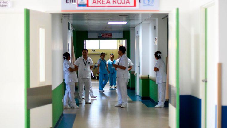 En lo que va de la emergencia por coronavirus las estadísticas determinan que cuatro de cada 100 pacientes fallecen. (Foto Prensa Libre: AFP)