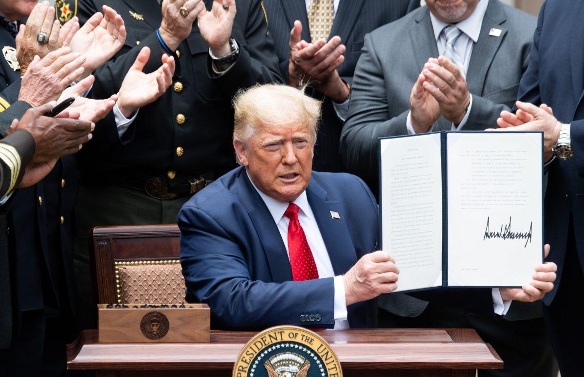 Trump anuncia un decreto para incentivar buenas prácticas de la Policía