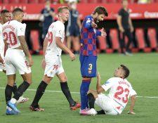 Gerard Piqué terminó molesto en el partido contra el Sevilla y señaló a los árbitros. (Foto Prensa Libre: AFP)