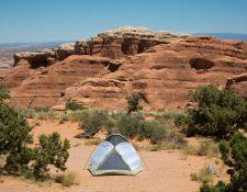 Un campamento en el Parque Nacional de los Arcos en Utah, en junio de 2018. (Brian Kartchner/Utah State University vía The New York Times)