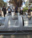 Estudiantes y docentes del Cunoc colaboran para fabricar capsulas que servirán a los Bomberos Voluntarios de Quetzaltenango. (Foto Prensa Libre: María Longo)