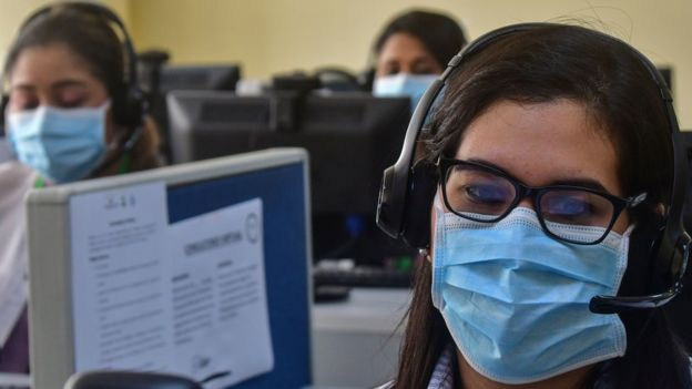 El uso de mascarillas, distanciamiento social, desinfección de áreas y horarios escalonados, forman parte del protocolo para los Contact Center & BPO. (Foto Prensa Libre: Hemeroteca)