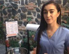 Equipo multidisciplinario de la Usac diseñó prototipo de captador de agua y lavamanos para combatir el riesgo de propagación del covid-19. (Foto Prensa Libre: Captura Youtube)