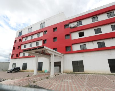 El edificio se encuentra ubicado en la zona 8 de Quetzaltenango y el 26 de mayo se anunció un convenio para que se usara para pacientes con coronavirus. (Foto prensa Libre: María Longo)