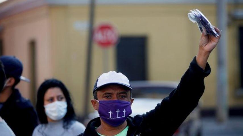La OIT estima que en Guatemala poco más del 50% de los empleos están en riesgo alto, es decir, alrededor de 3.5 millones de empleos ubicados en los sectores económicos que se prevé sean los más afectados por la crisis económica. (Foto Prensa Libre: EFE)