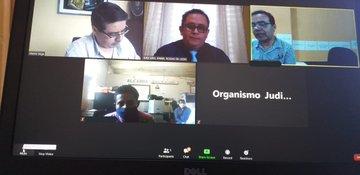 Así es la nueva normalidad en los juzgados y tribunales. Los jueces realizan audiencias en línea con las partes involucradas. Foto Prensa Libre: OJ