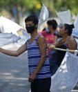 La economía salvadoreña ha sido golpeada fuerte por el coronavirus. (Foto Prensa Libre: AFP)
