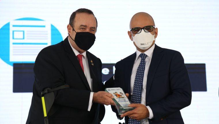 Tigo recibió un reconocimiento por el apoyo que ya realizado durante la crisis sanitaria. Foto Prensa Libre: Cortesía