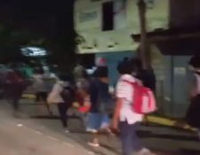 Caravana se desplaza por Honduras para llegar a Estados Unidos. (Foto Prensa Libre: Tomada de video de Radio Progreso)