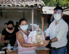 Trelec comenzó la entrega de víveres a las personas afectadas en las comunidades donde opera. Foto Prensa Libre:Cortesía