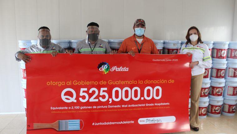 Pinturas Paleta sigue aportando galones de pintura para los hospitales temporales. Foto Prensa Libre: Cortesía