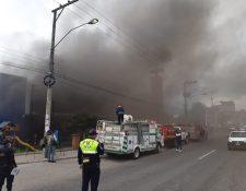 Incendio destruye venta de electrodomésticos en la zona 3 de Xela. (Foto Prensa Libre: Raúl Juárez)