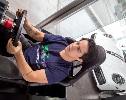 Juan Diego Hernández logró el segundo puesto en la carrera virtual organizada por Porsche. Foto Prensa Libre: Norvin Mendoza