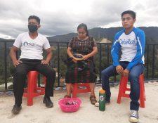 Williams Julajuj y sus padres han sido afectados por la falta de trabajo a causa del coronavirus. (Foto Prensa Libre: Familia Julajuj)
