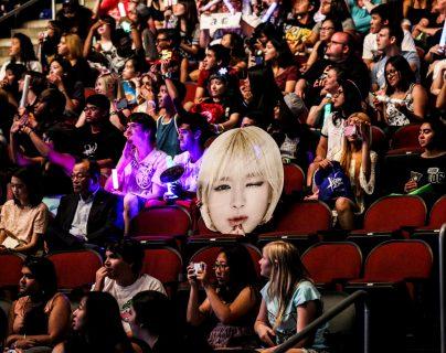 Los superfanáticos del K-pop, quienes se reúnen con frecuencia y mantienen contacto en línea, aprovecharon la rara oportunidad de conocer en persona y ver en vivo a bandas coreanas, que casi no hacen giras en Estados Unidos. (Krista Schlueter/The New York Times)