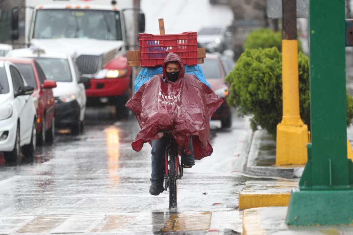Lunes lluvioso deja varios incidentes y se espera mal clima para las próximas horas