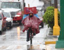 La lluvia afecta la movilidad de los guatemaltecos desde las primeras horas de este lunes. (Foto Prensa Libre: Érick Ávila)