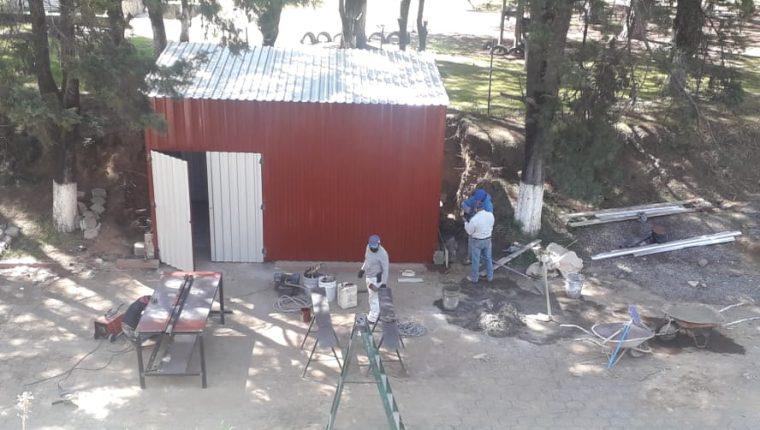Personal del Hospital Regional de Occidente está por finalizar la construcción que será habilitada en el menor tiempo posible. (Foto Prensa Libre: Raúl Juárez)