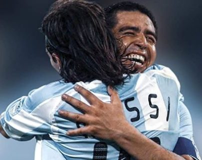 Lionel Messi y Juan Román Riquelme era una dupla peligrosa con Argentina. (Foto Prensa Libre: Twitter @RiquelmeaMessi)