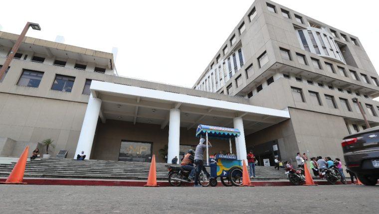 El Ministerio Público (MP) dijo que analizará las diversas denuncias presentadas en torno al amparo otorgado por la CC. (Foto Prensa Libre: Hemeroteca)