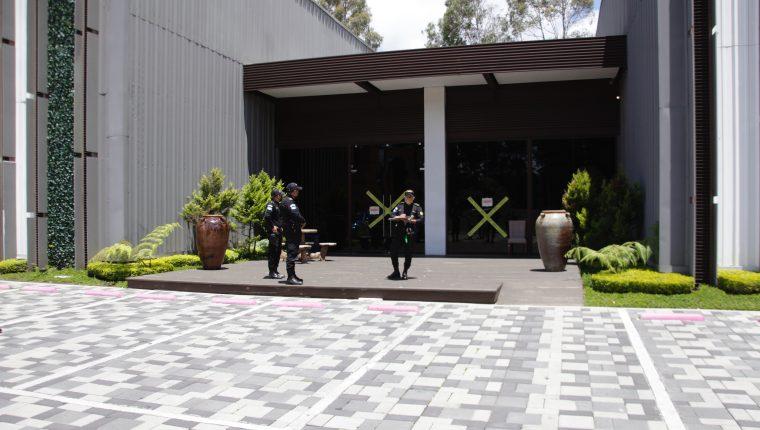 La tienda de muebles  03 ubicada en  Condado Concepcion,  fue cerrada tras la fiesta clandestina. (Foto: Hemeroteca PL)