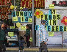 A pesar del coronavirus, se espera que la economía se beneficie del bono 14. (Foto Prensa Libre: Hemeroteca PL)