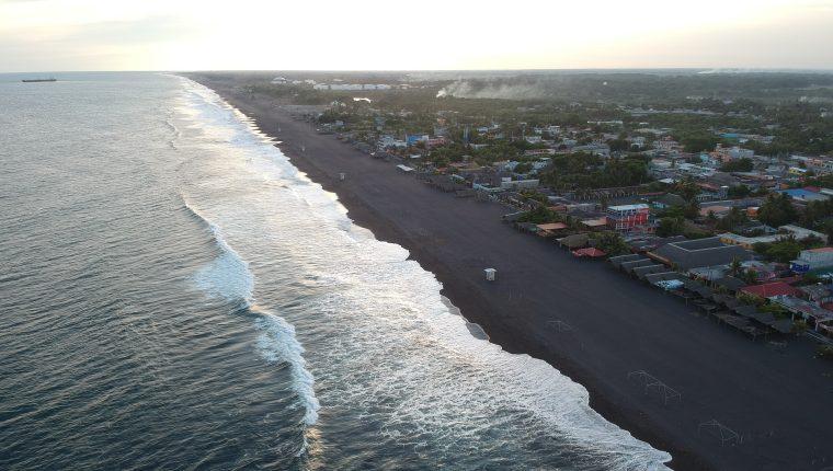 Las autoridades advierte de fuerte oleaje en el Pacífico. (Foto Prensa Libre: Hemeroteca PL)