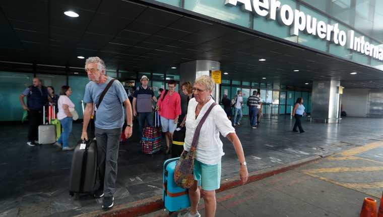 La fecha de reapertura del principal aeropuerto del país se ha aplazado varias veces en esta emergencia sanitaria. (Foto Prensa Libre: Esbin García)